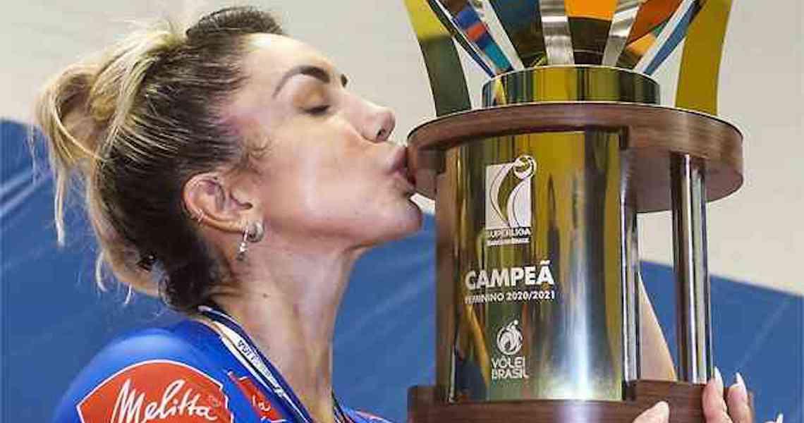 Bicampeã olímpica, Thaísa anuncia aposentadoria da Seleção Brasileira