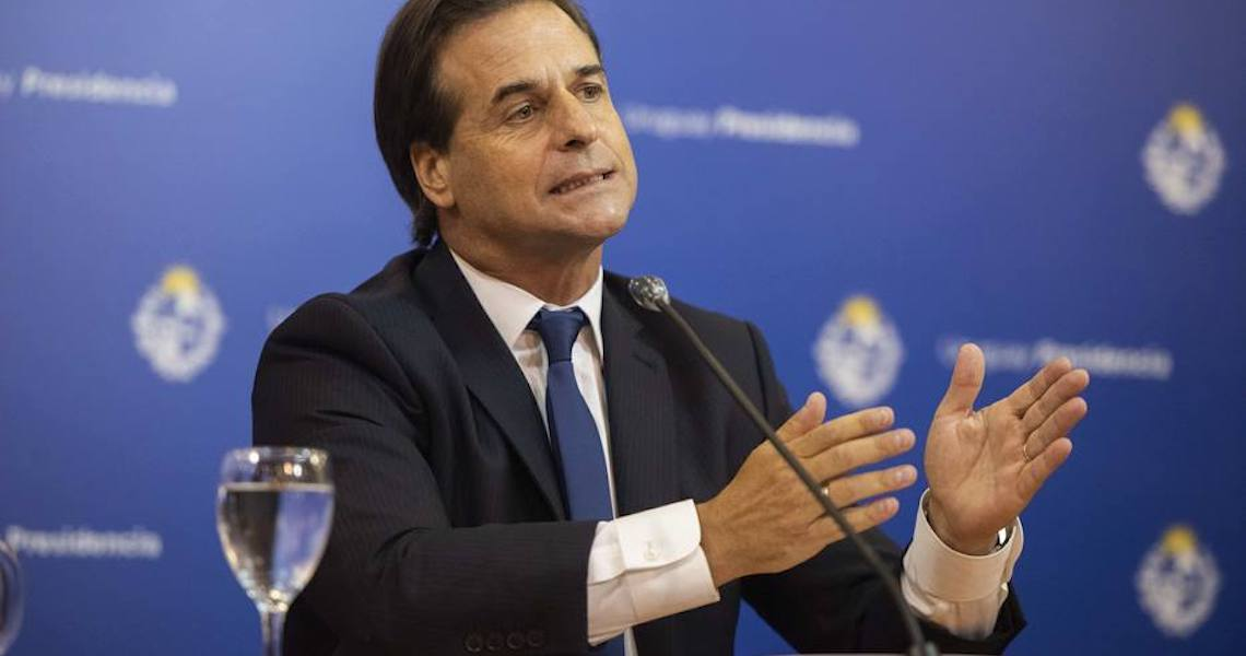 Uruguai estende restrições e suspende aulas até o fim de abril para conter covid-19