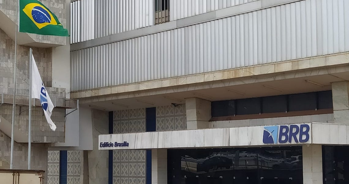 Juiz do TJ do DF  nega liminar para suspender contrato de financiamento entre BRB e senador Flávio Bolsonaro