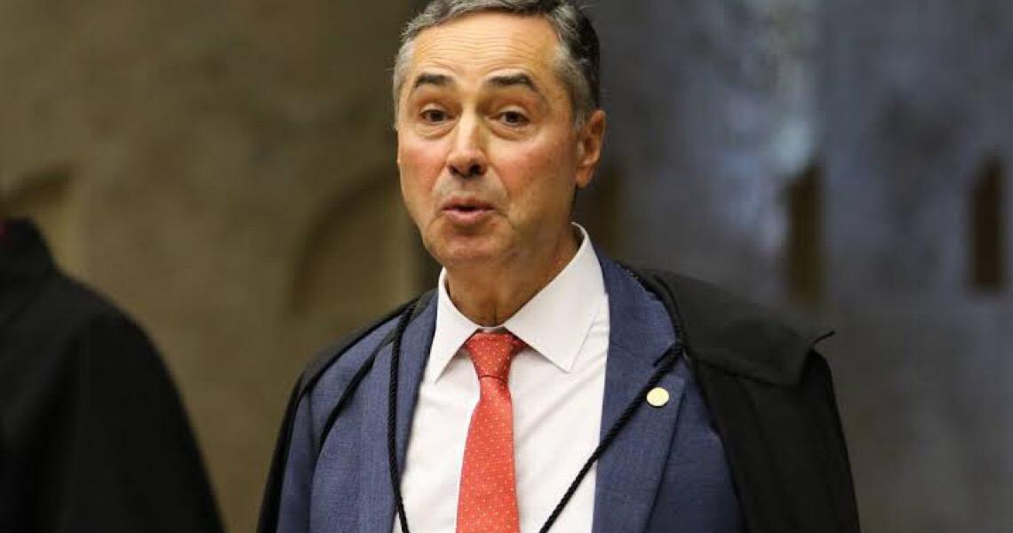 Bolsonaro acusa Barroso de 'militância política' por CPI da Covid e cobra impeachment de ministros