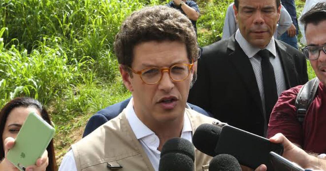 Parlamentares cobram explicação de Ricardo Salles sobre manifestações em defesa de madeireiros