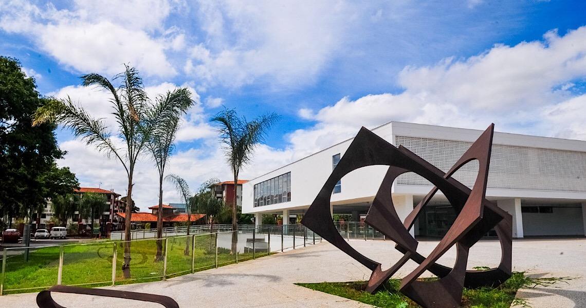 Primeiras esculturas chegam ao Museu de Arte de Brasília para inauguração