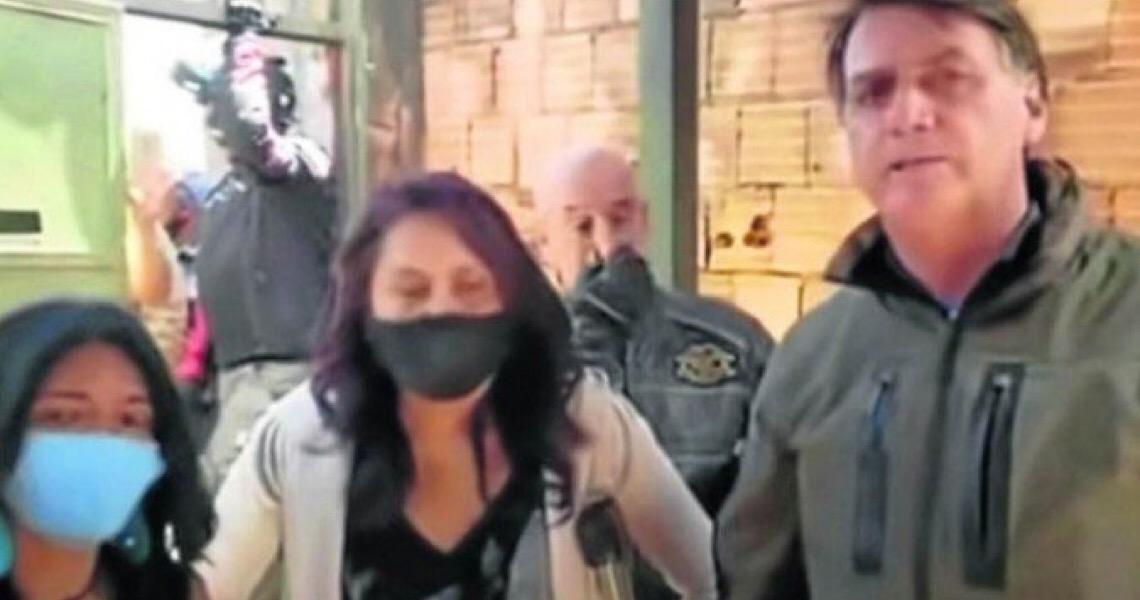 """""""Pode não"""". Vendedora nega pedido de Bolsonaro para entrar em barraca"""