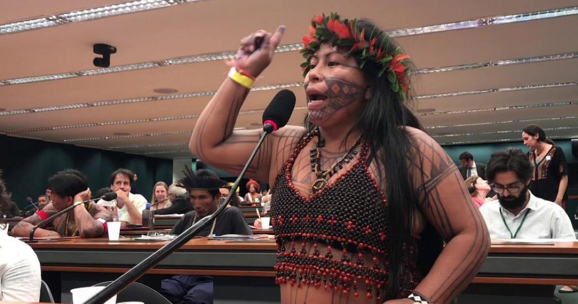 'Não existe democracia para indígenas do Brasil', afirma líder munduruku Alessandra Korap