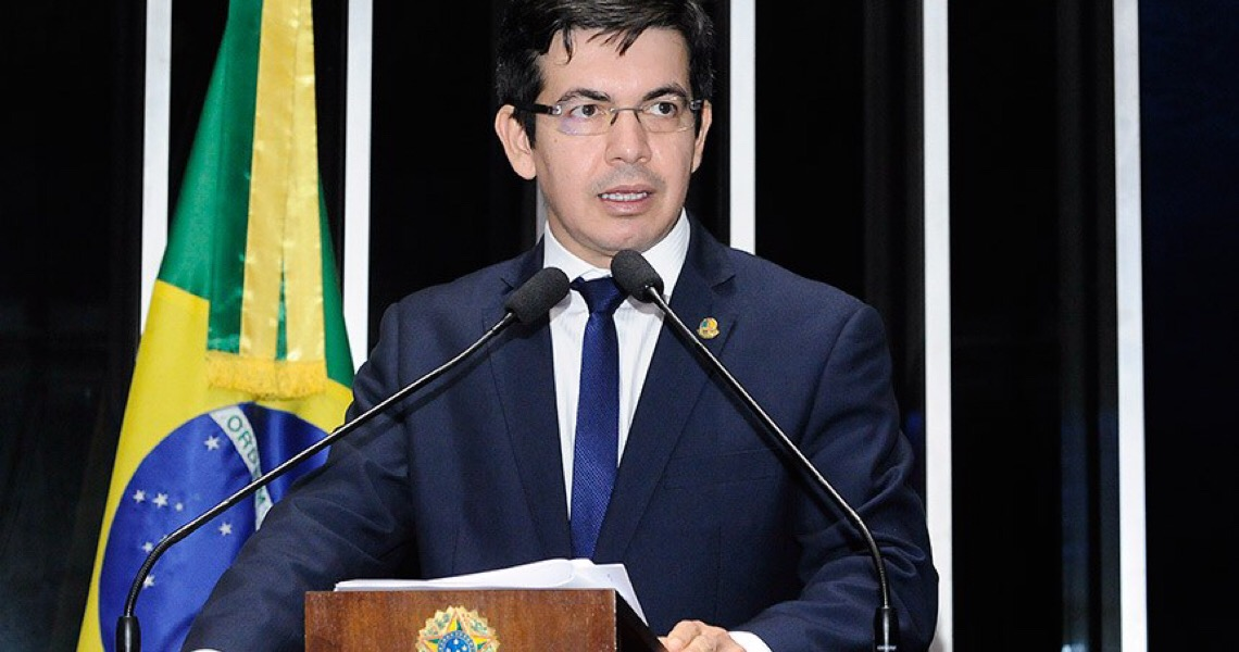 Ameaçado por Bolsonaro, Randolfe quer presidir CPI da Covid-19