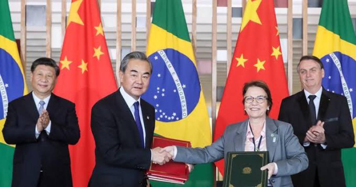 China quer trabalhar com o Brasil para promover parceria estratégica abrangente, diz chanceler chinês