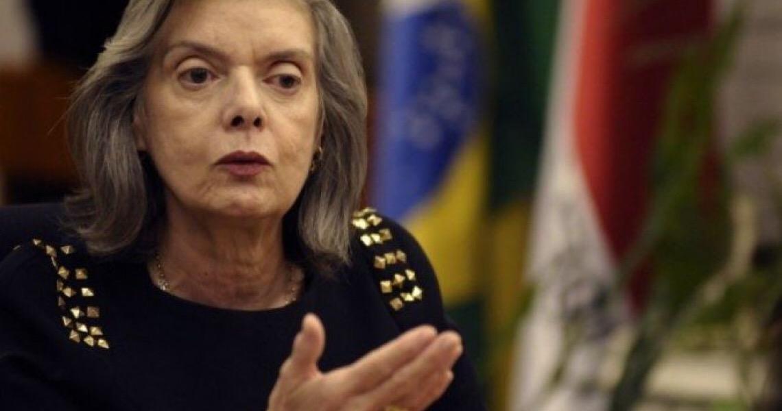 Cármen Lúcia pede que STF julgue queixa-crime contra Bolsonaro por genocídio