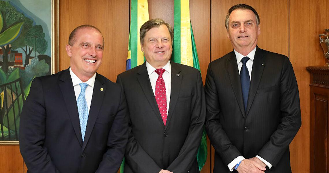 Embaixador brasileiro na França rebate proibição de voos: 'Nossa economia não depende do turismo'