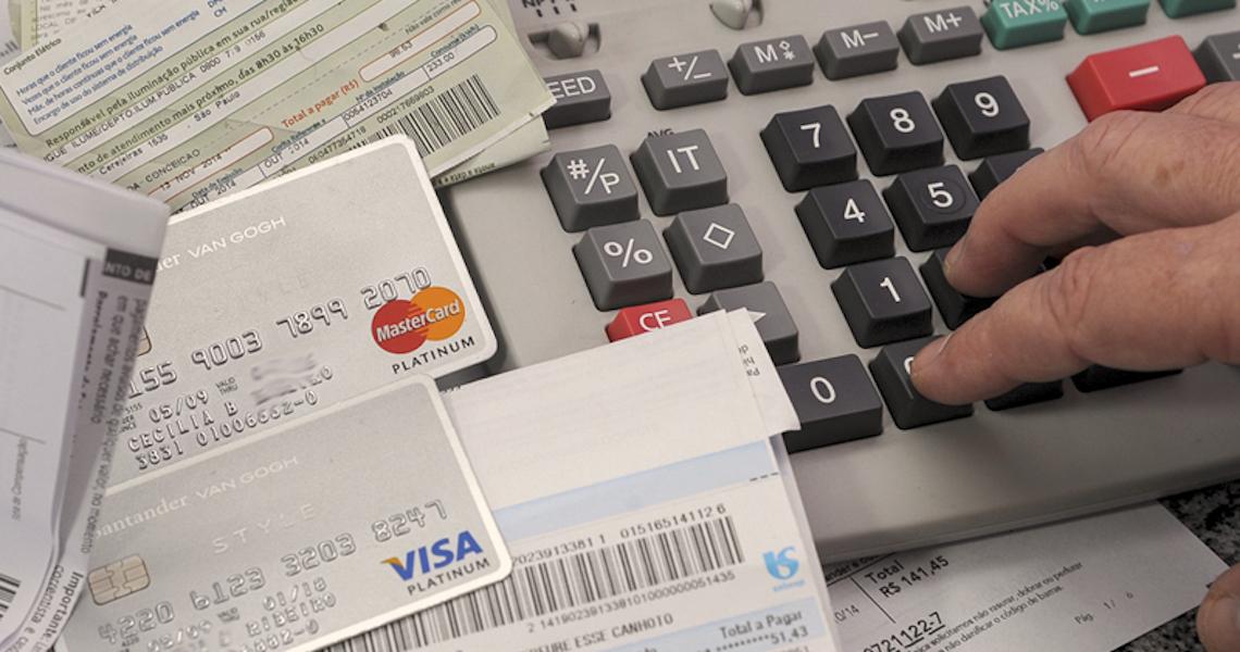 Serviço gratuito da USP oferece auxílio para planejar finanças e quitar dívidas