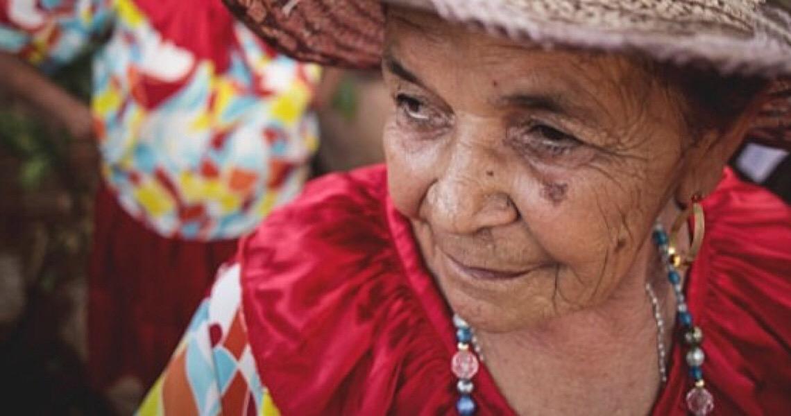 Mestra Edite mantém a tradição do coco há mais de 40 anos no sul do Ceará