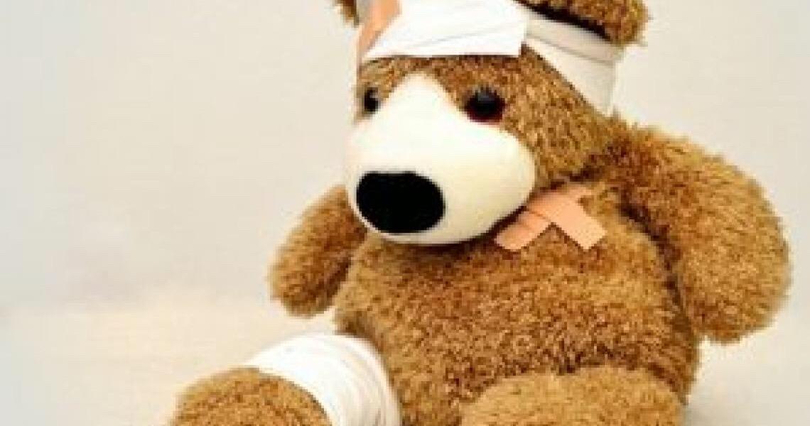Criança ferida, pais doentes