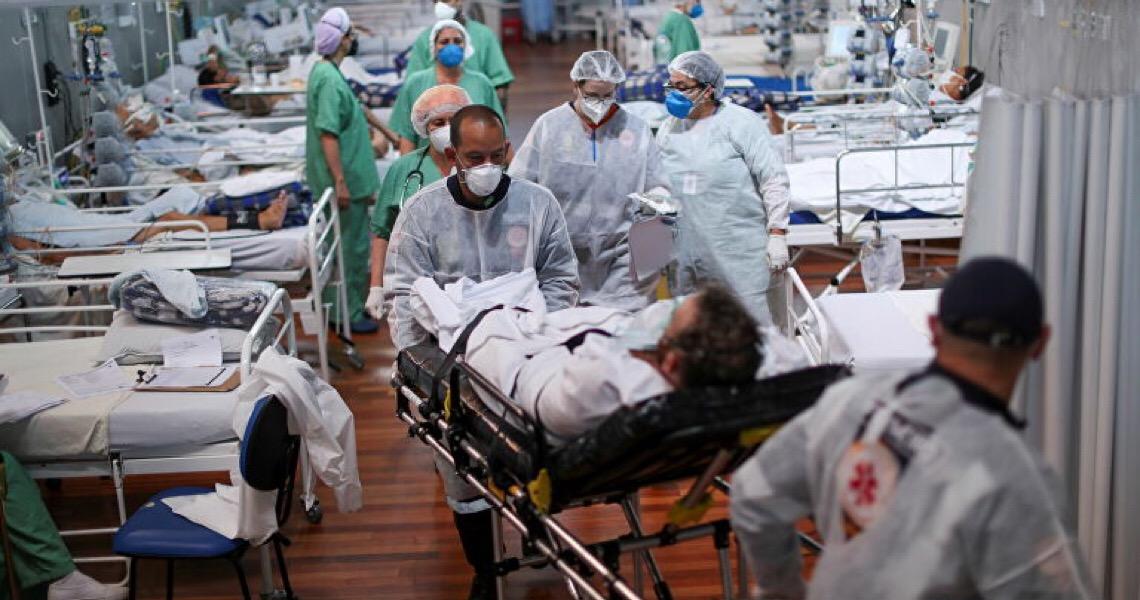 Intubação sem sedativo é procedimento 'nazista', diz   médico sobre falta de medicamentos no Brasil