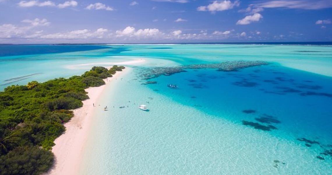 Ilhas Maldivas oferecerão vacinas contra a Covid-19 a turistas