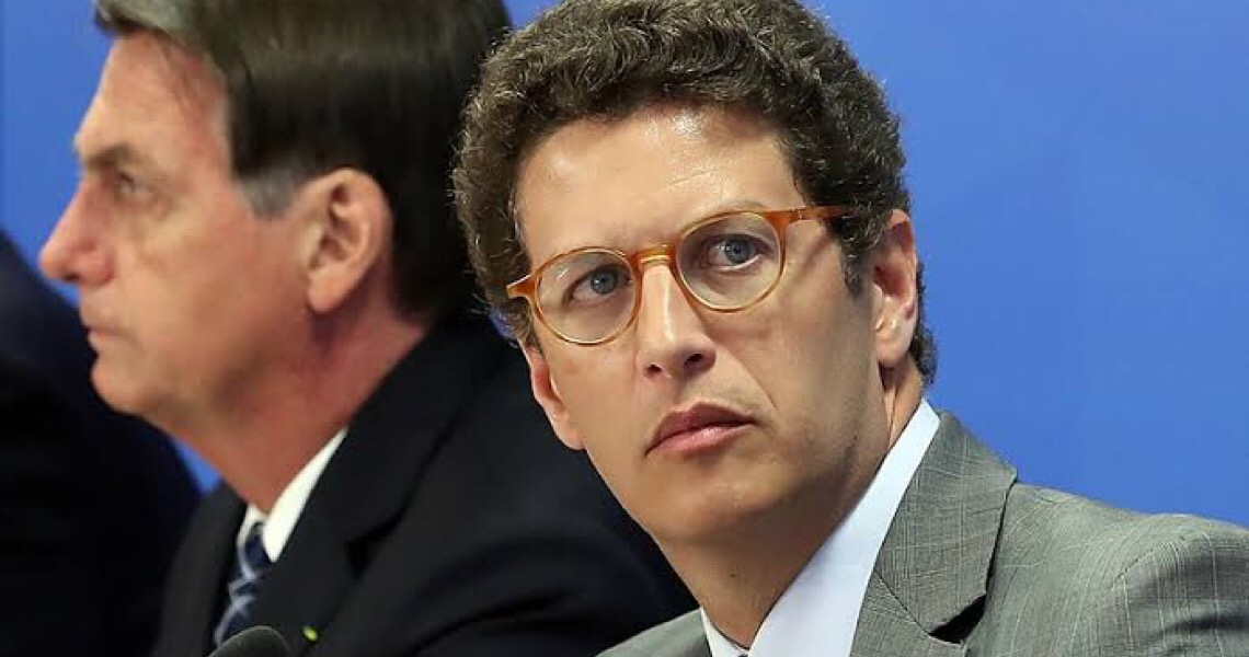 "Ricardo Salles ridiculariza indígenas por usarem celular: ""Tribo do IPhone"""