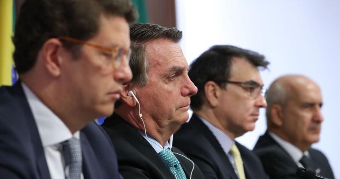 Bolsonaro usou seus poderes constitucionais para atrapalhar o combate à pandemia, mostra estudou