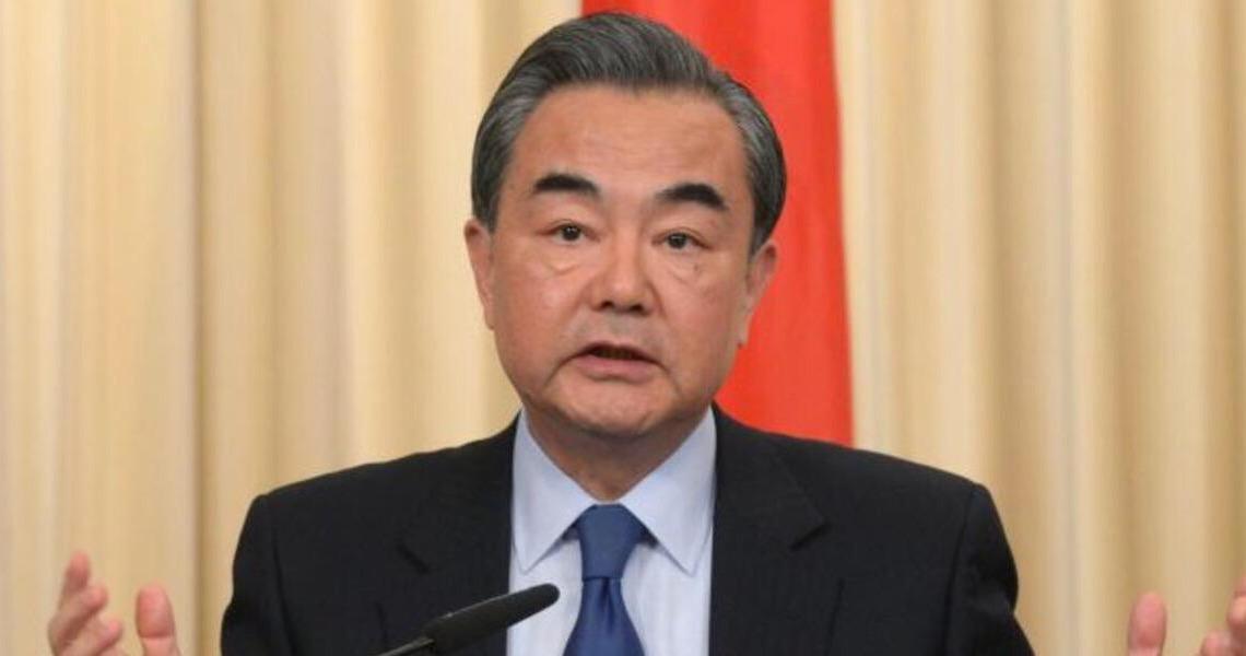Democracia não é Coca-Cola: China diz que regras feitas no Ocidente não podem ser normas universais