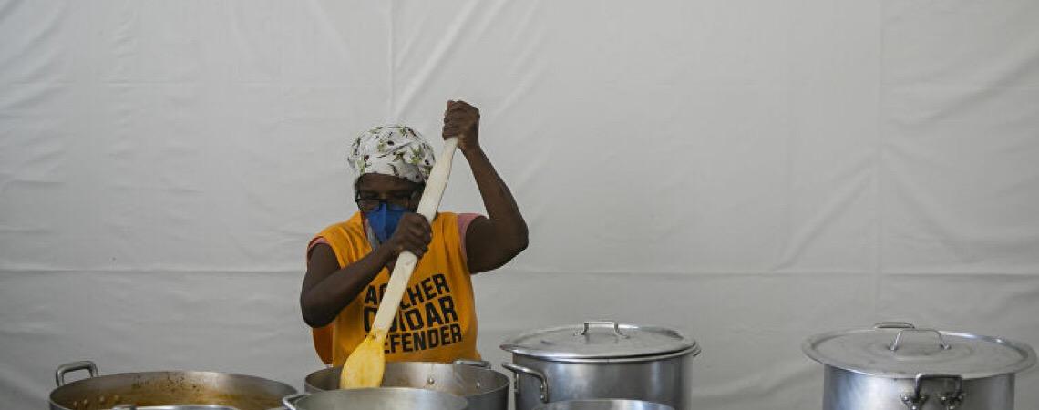 Em 'montanha russa' da fome, brasileiros não conseguem ajudar uns aos outros, diz Marcelo Neri