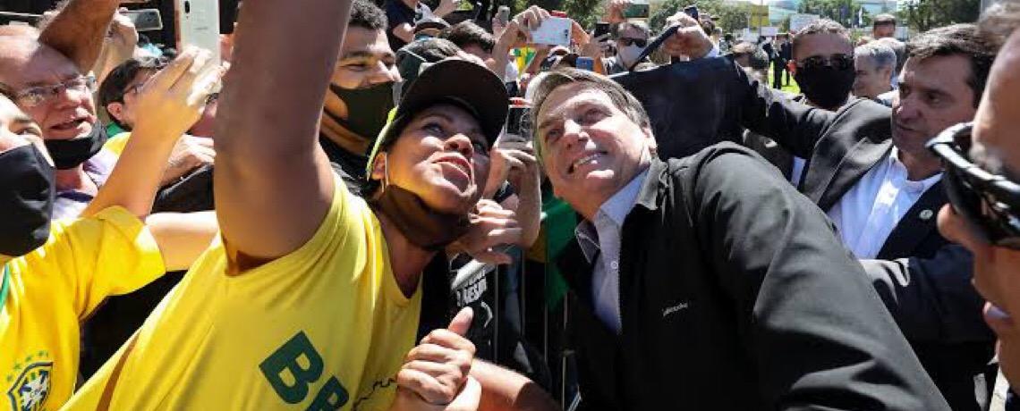 Posição pessoal e política de Bolsonaro sobre vacina destoa de 11 ex-presidentes