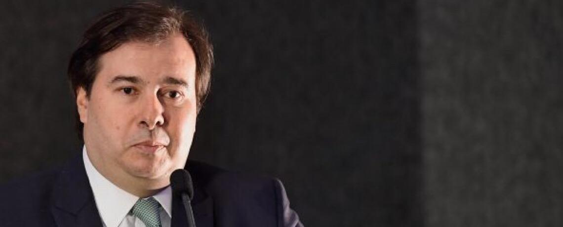 """Após PL contra STF, Maia critica Bia Kicis por """"afrontar os poderes"""""""