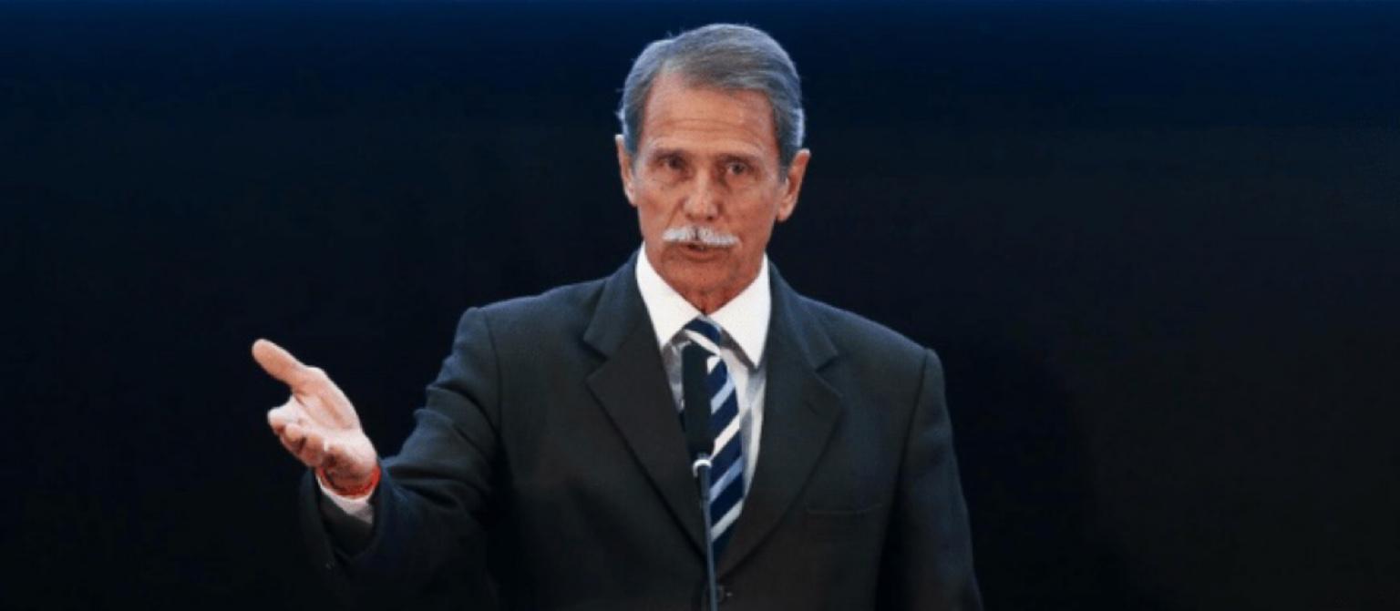 """General diz que Bolsonaro não tem direito de """"decidir tudo por si"""""""