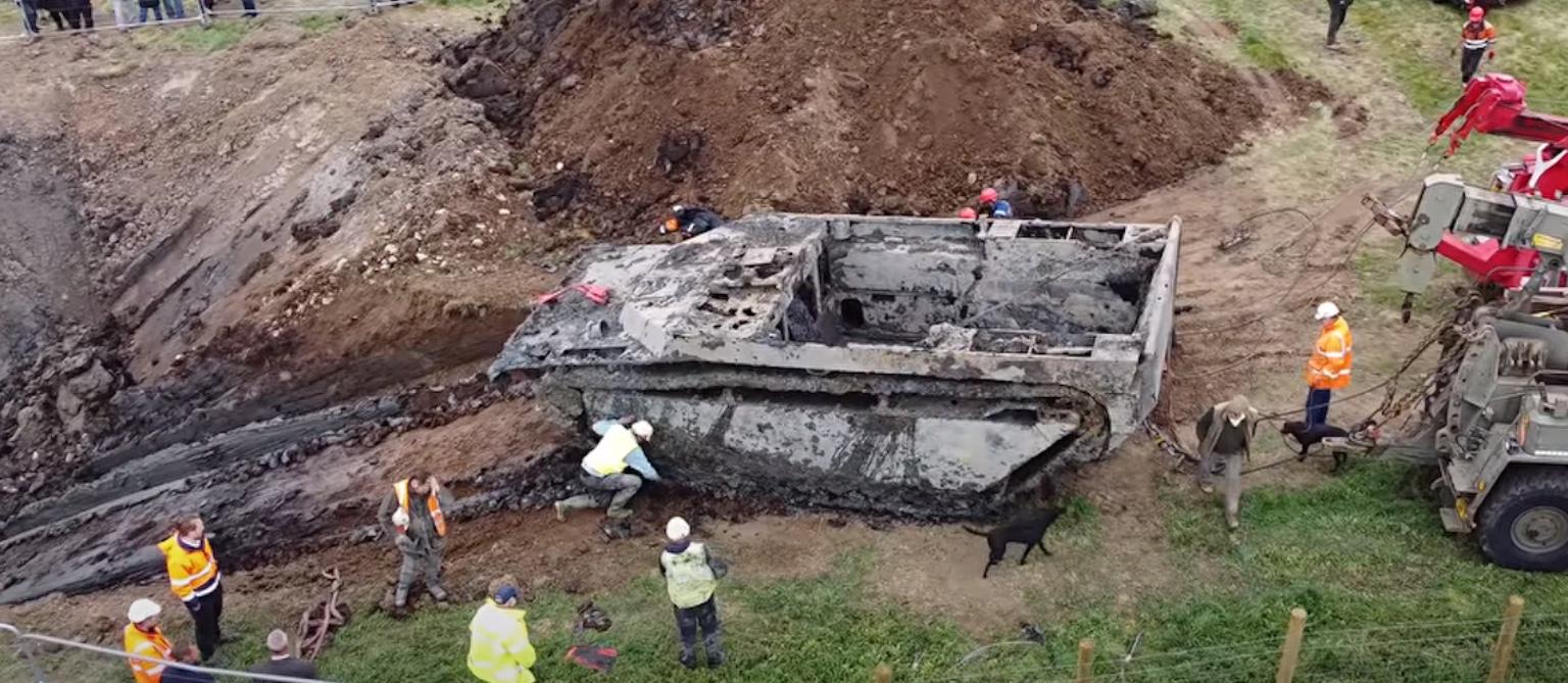 Descobrem no Reino Unido tanque da 2ª Guerra Mundial que esteve soterrado por 74 anos