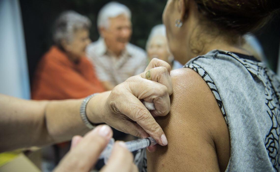 Plano de vacinação da Educação do DF tem 55 mil pessoas. Veja detalhes