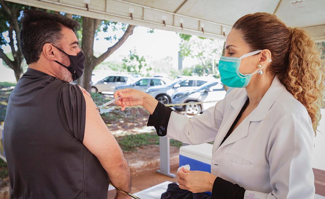 Pessoas com comorbidades de 50 a 54 anos podem agendar vacinação