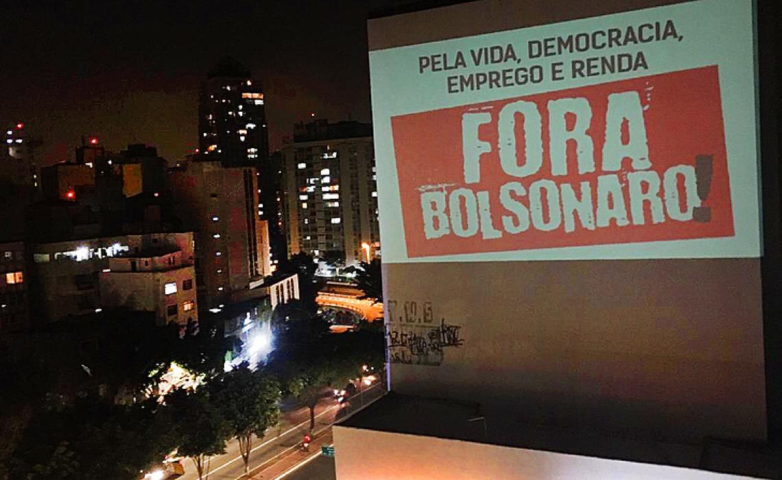 """Juristas explicam por que Bolsonaro pode ser chamado de """"genocida""""; assista projeção"""