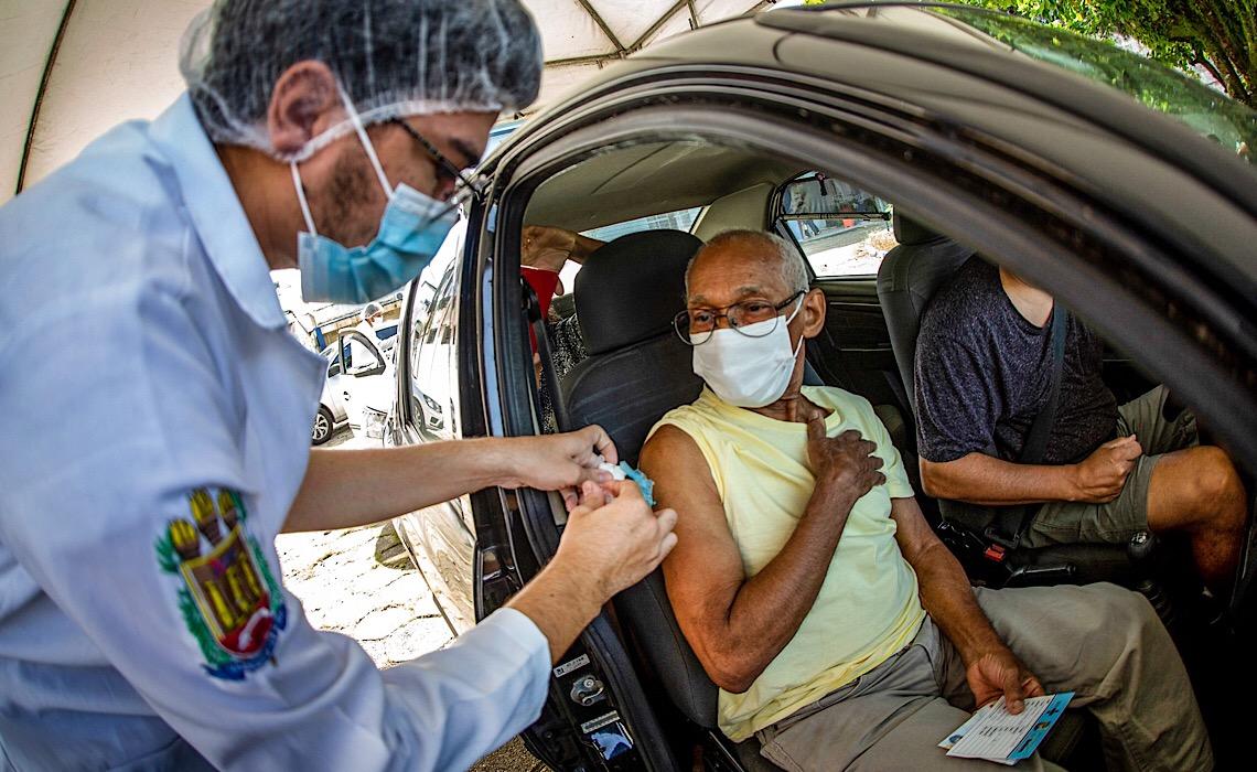 'Apagão' de vacinas já preocupa secretários