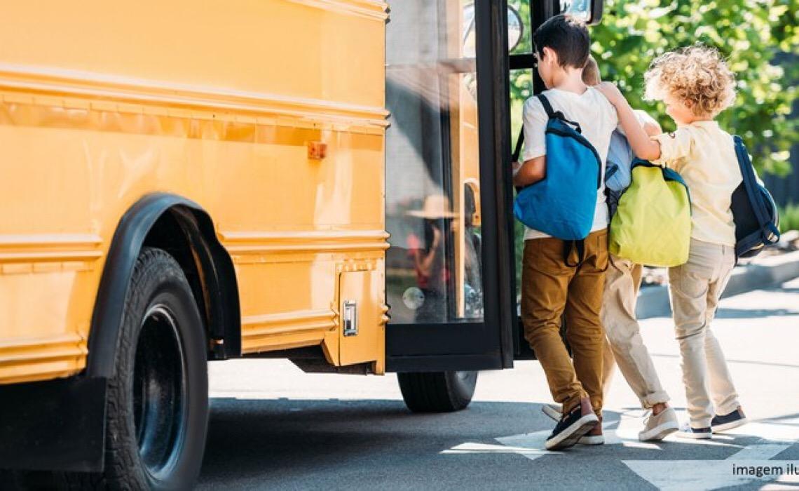 Empresa de transporte e DF terão que indenizar aluno que sofreu queda em ônibus escolar