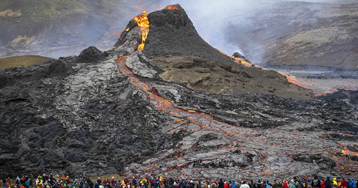 Turismo quente: Vulcão ativo e com erupções 'acessíveis' está à venda na Islândia