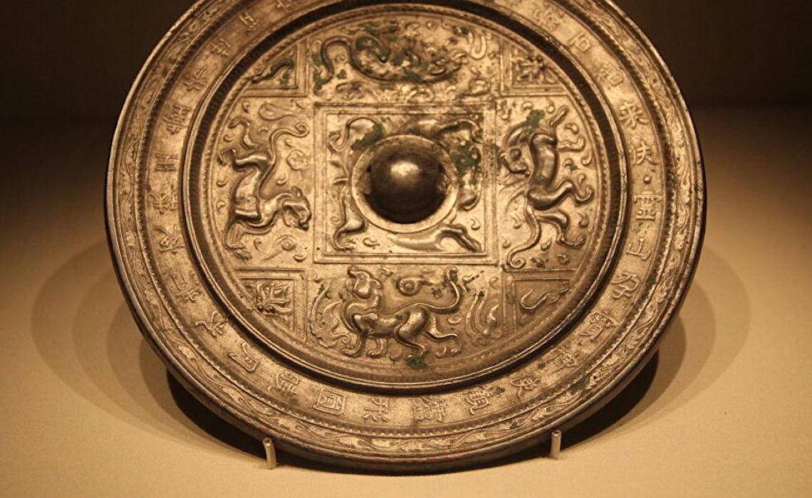 Descobrem na Sibéria fragmento de espelho de bronze chinês de 900 anos