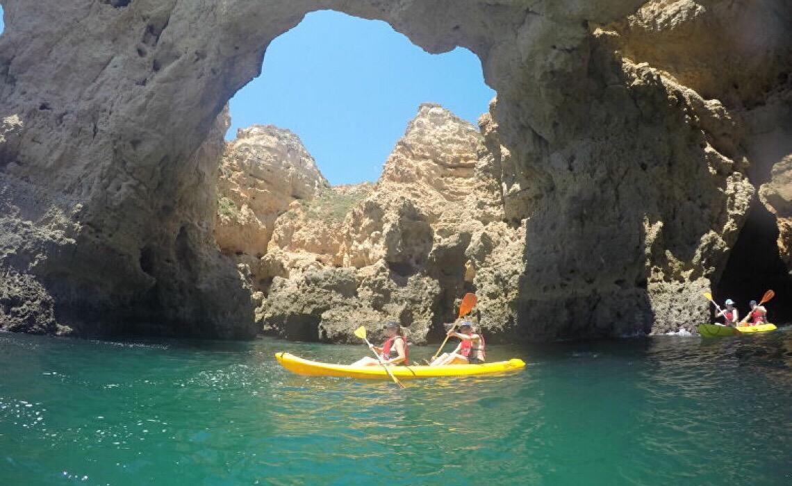 Portugal se antecipa à UE e reabre para turistas europeus; britânicos já 'invadem' o Algarve