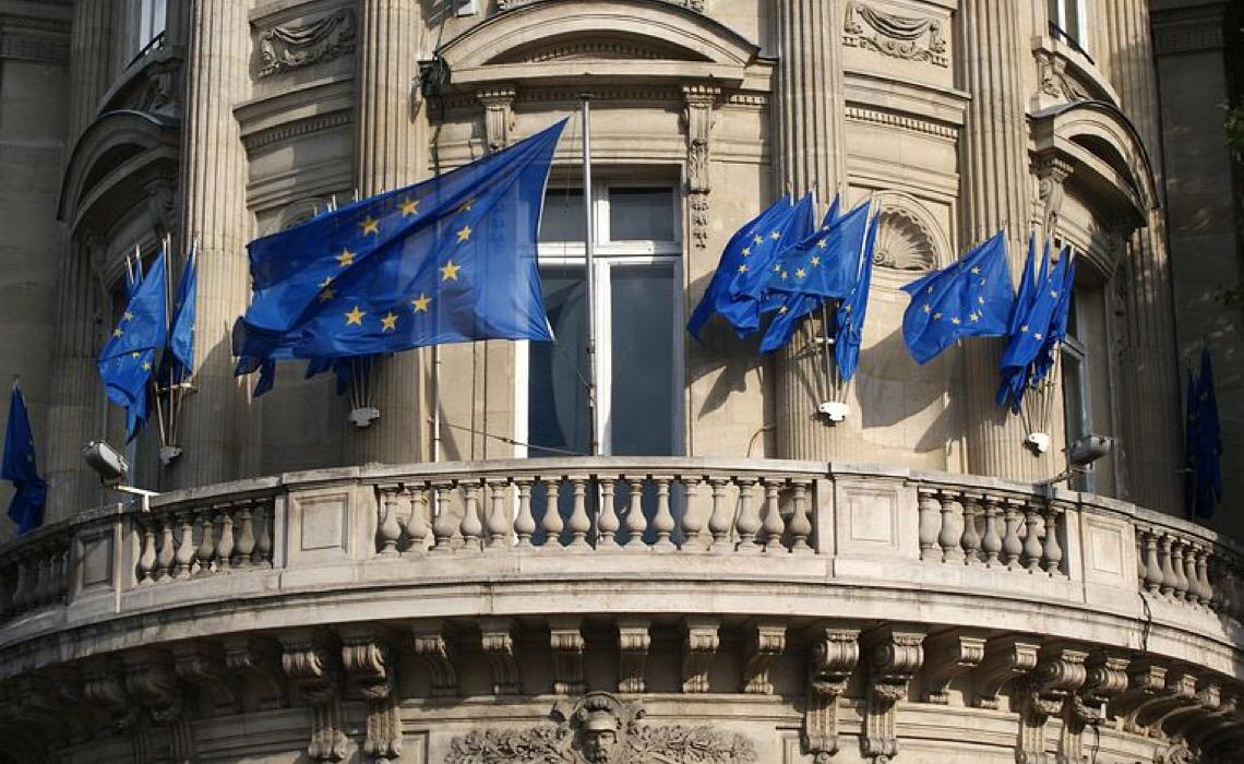 UE permitirá entrada de viajantes de fora do bloco que estejam totalmente vacinados contra Covid-19