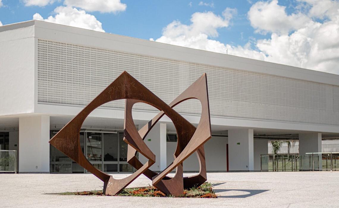 Museu de Arte de Brasília abre visitação pública com Tarsila do Amaral e Orlando Brito