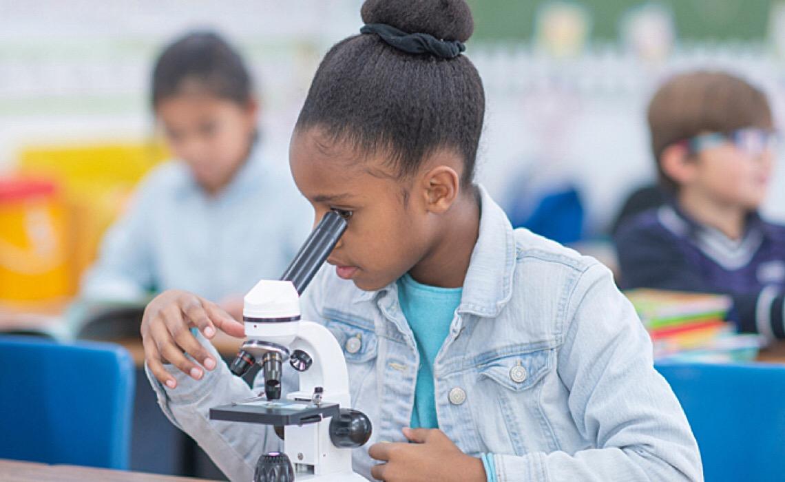 Meninas de 14 a 17 podem se inscrever em curso online e gratuito de astronomia na USP