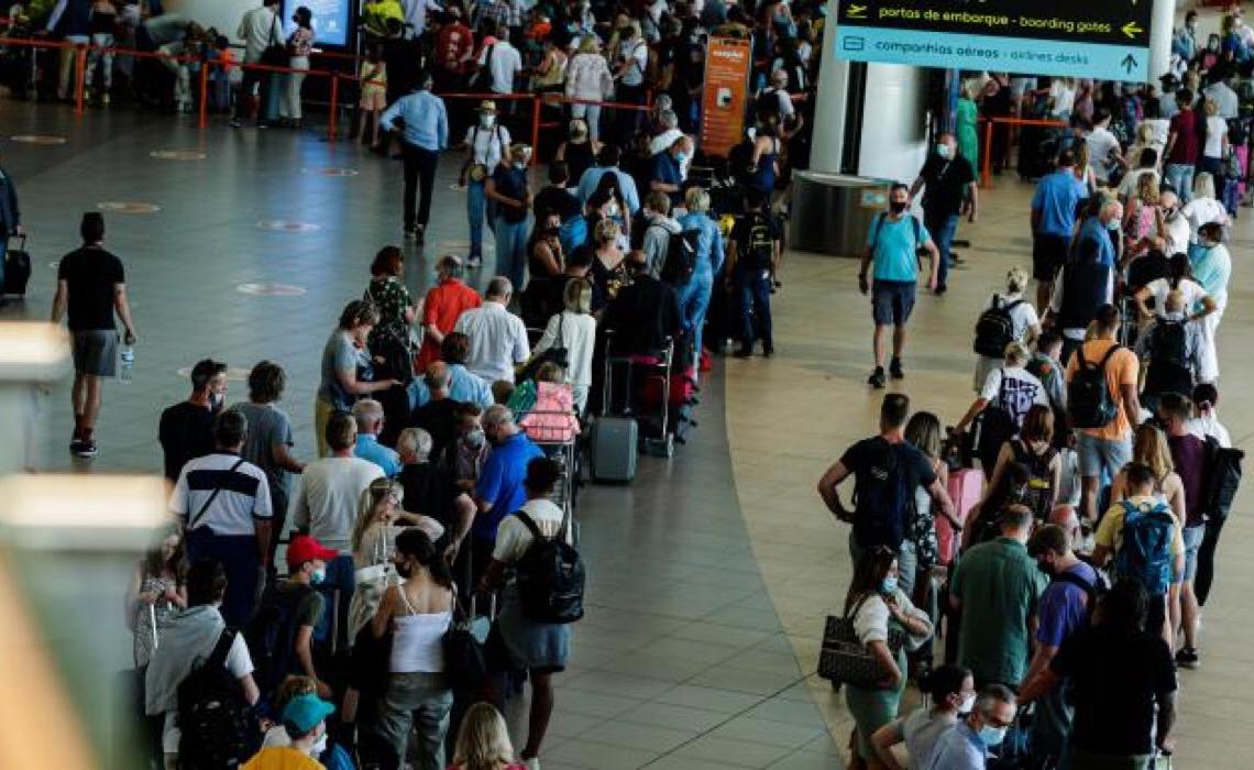 Portugal: Novas leis de confinamento britânicas criam caos no Aeroporto de Faro