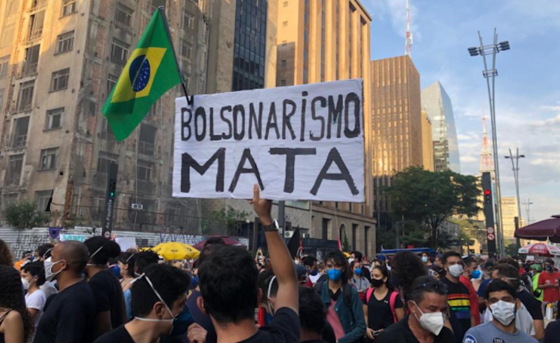 Que Brasil foi estampado nas primeiras páginas dos jornais no dia 30 de maio?