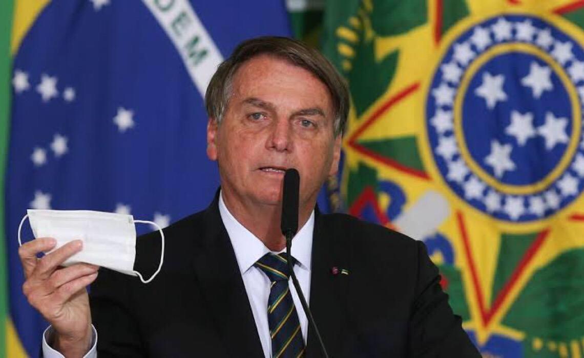 Por que especialistas são contra dispensar máscaras no Brasil