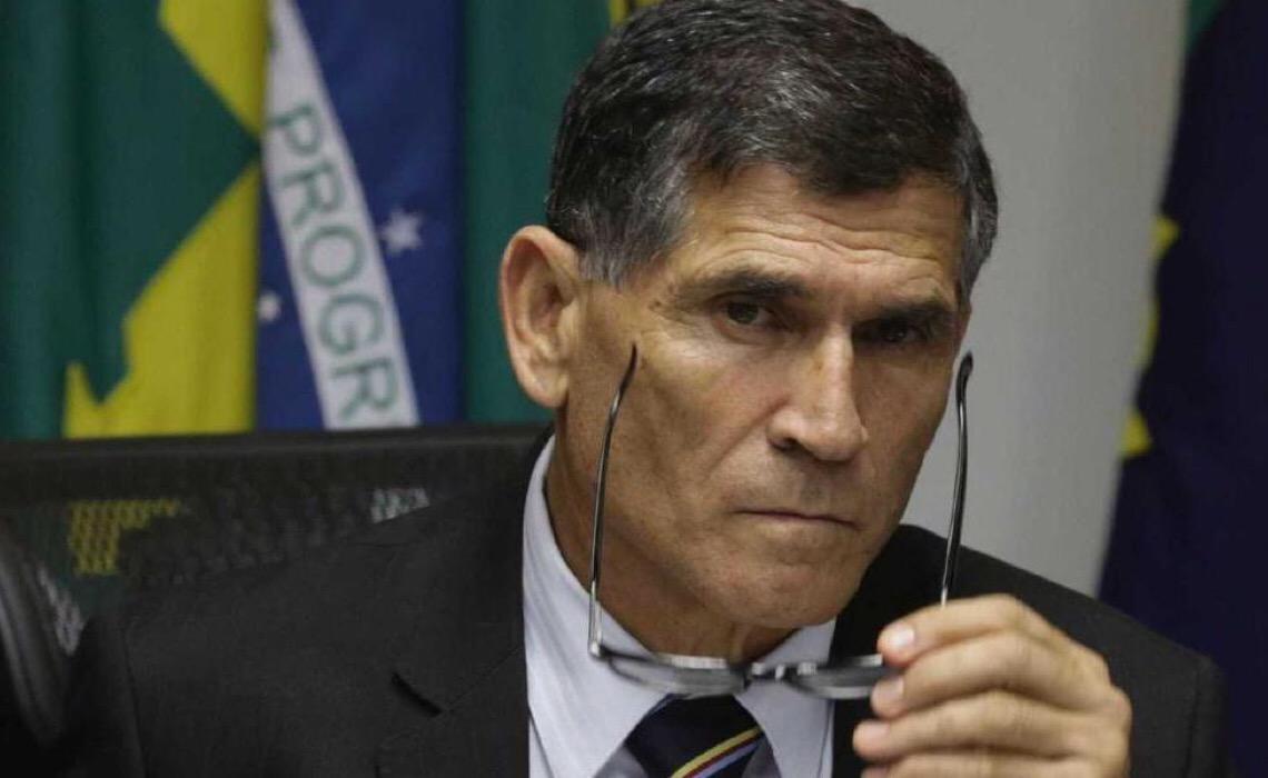 Santos Cruz pede investigação sobre conversa imprópria de Wajngarten com Allan dos Santos