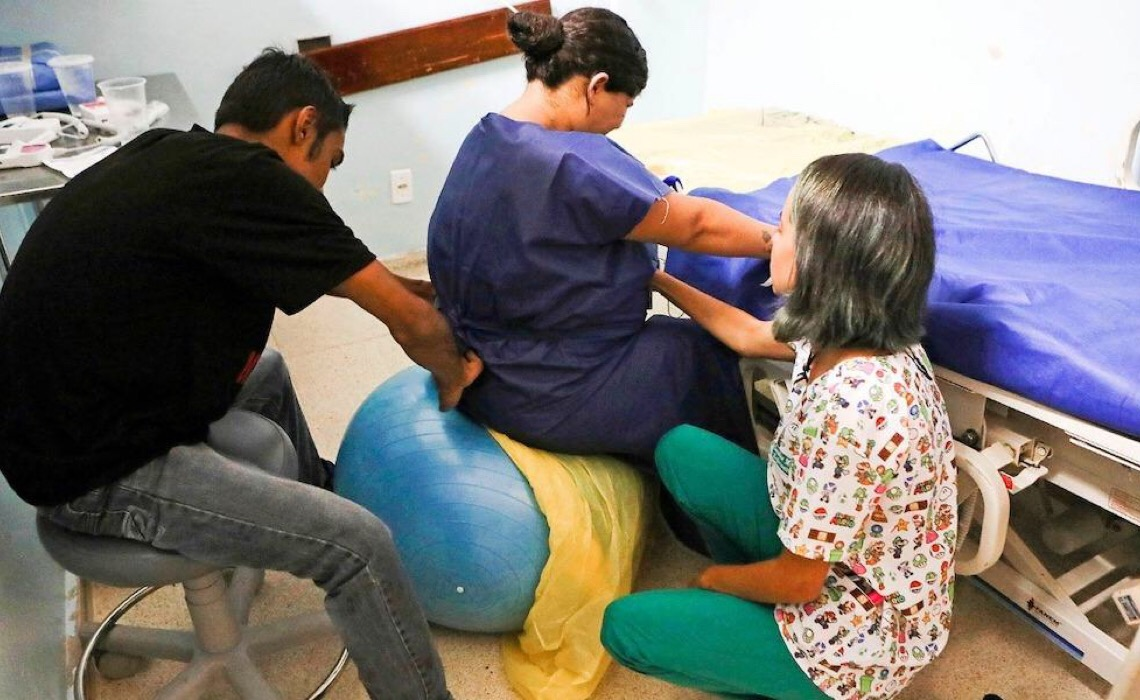 Maternidades do DF devem permitir a presença de doulas no parto