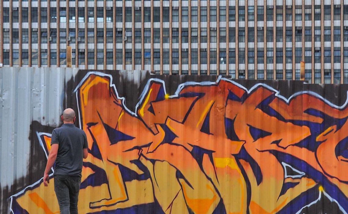 Grafite toma conta de obra pública no centro de Brasília
