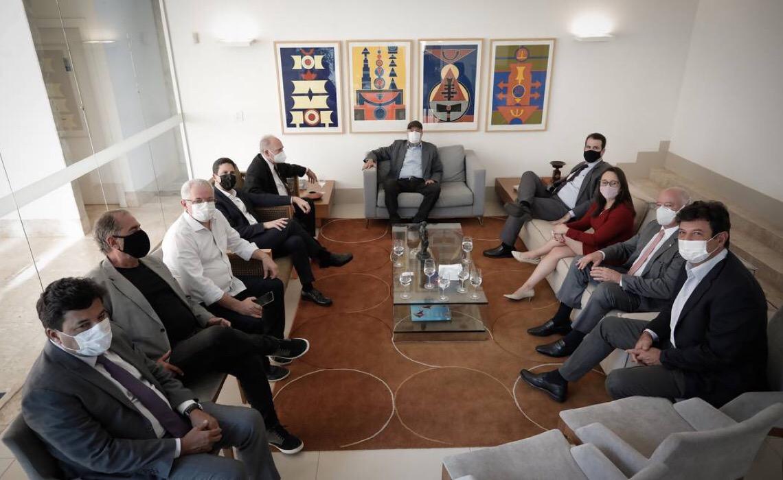 Partidos de centro descartam apoio a Lula ou Bolsonaro e discutem a terceira via