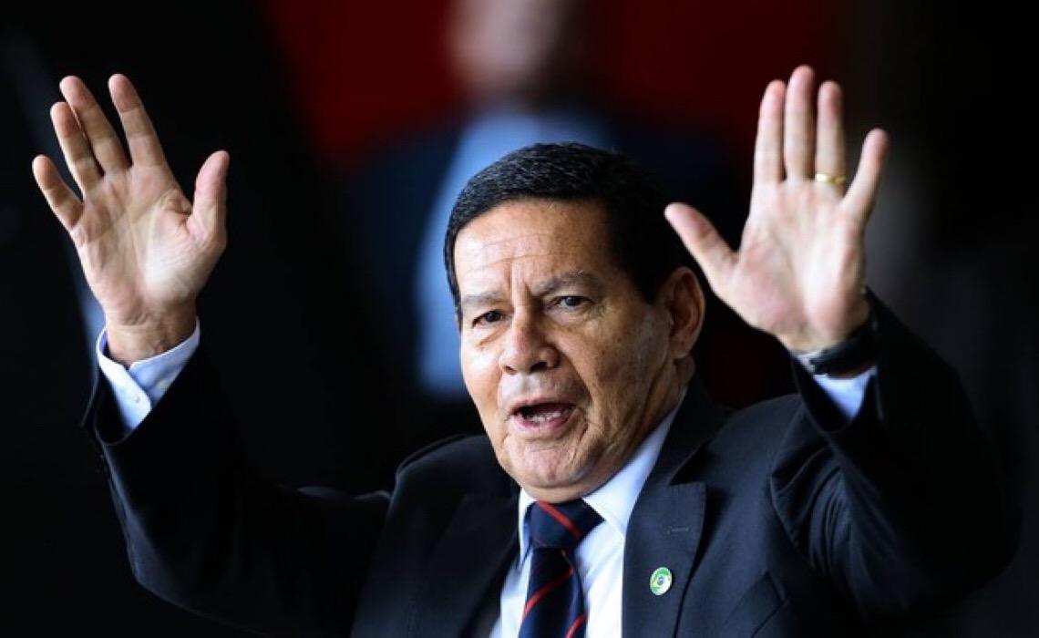 Mourão não acredita em golpe de Bolsonaro nem em revolta das PMs em apoio ao presidente