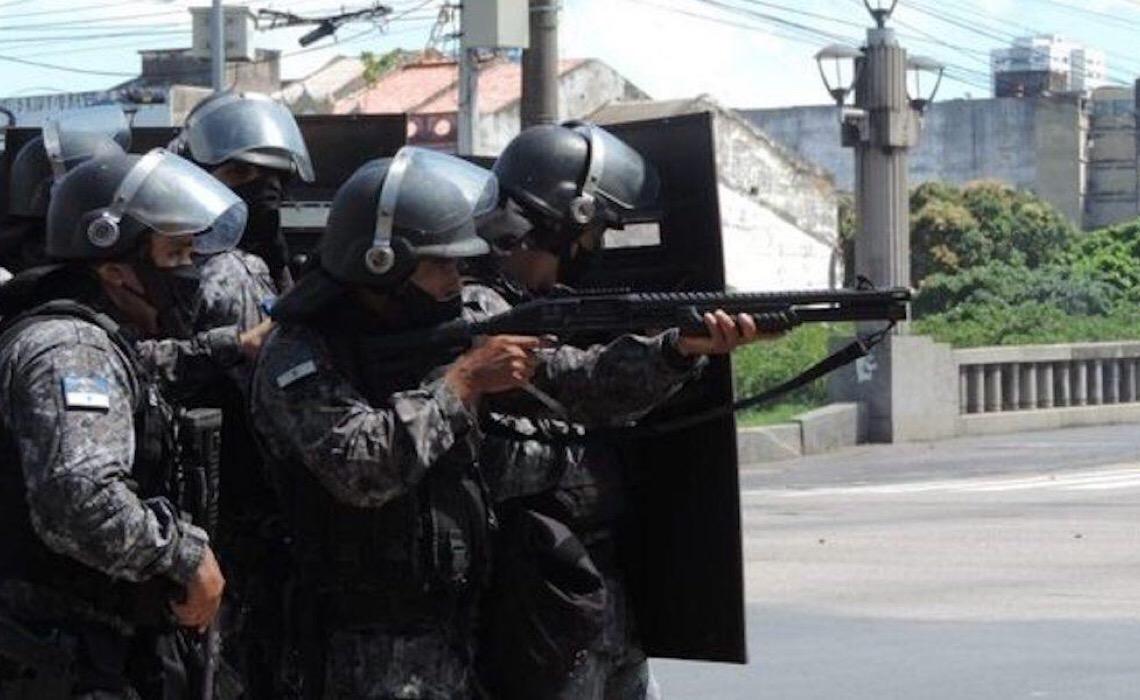 Leis 'permissivas' e projetos 'lamentáveis' refletem falta de segurança do país, diz Paulo Storani