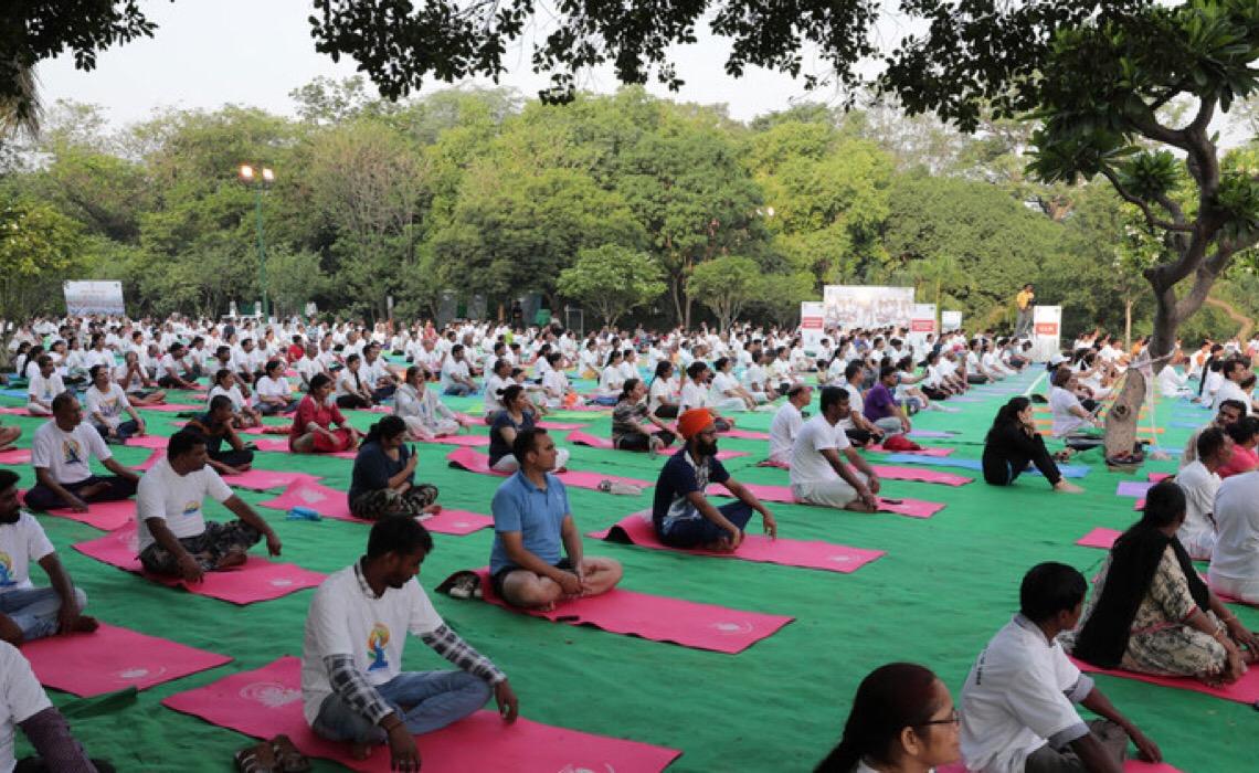 Nações Unidas celebram Dia Internacional da Ioga promovendo prática para o bem-estar