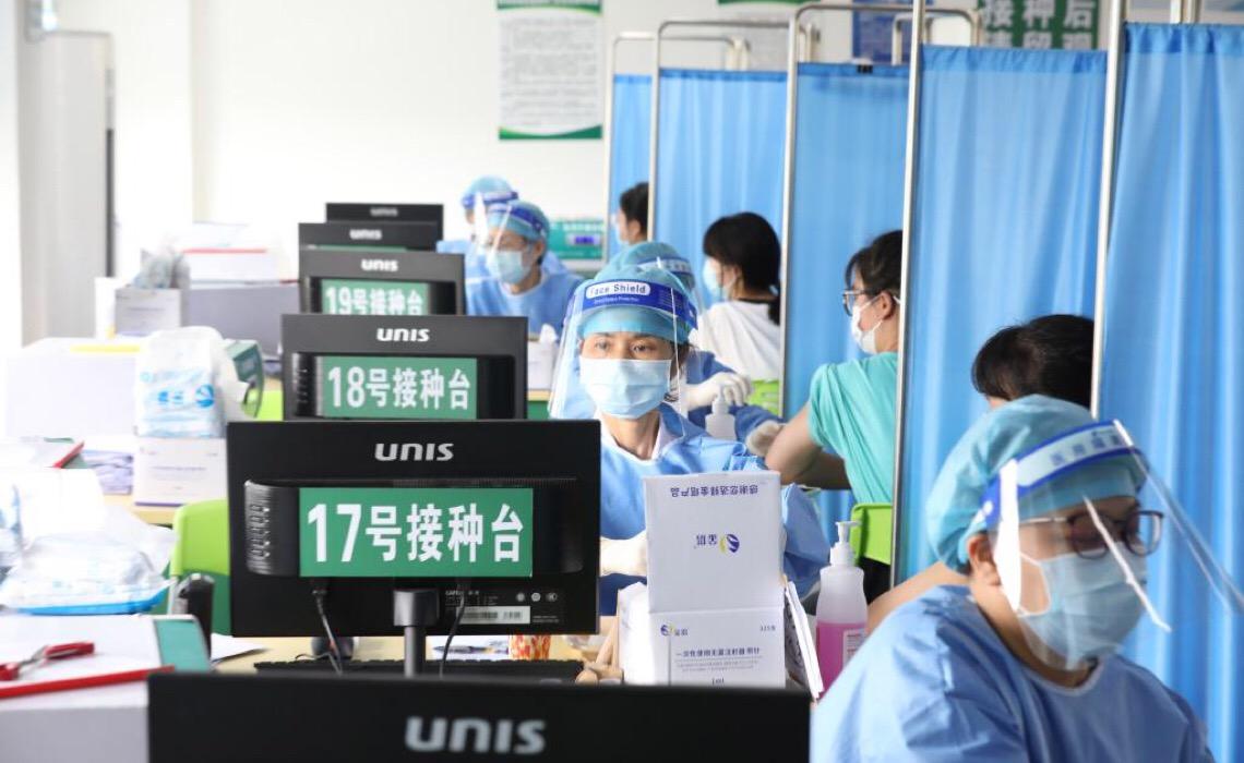 China administra 1 bilhão de doses de vacina contra Covid-19