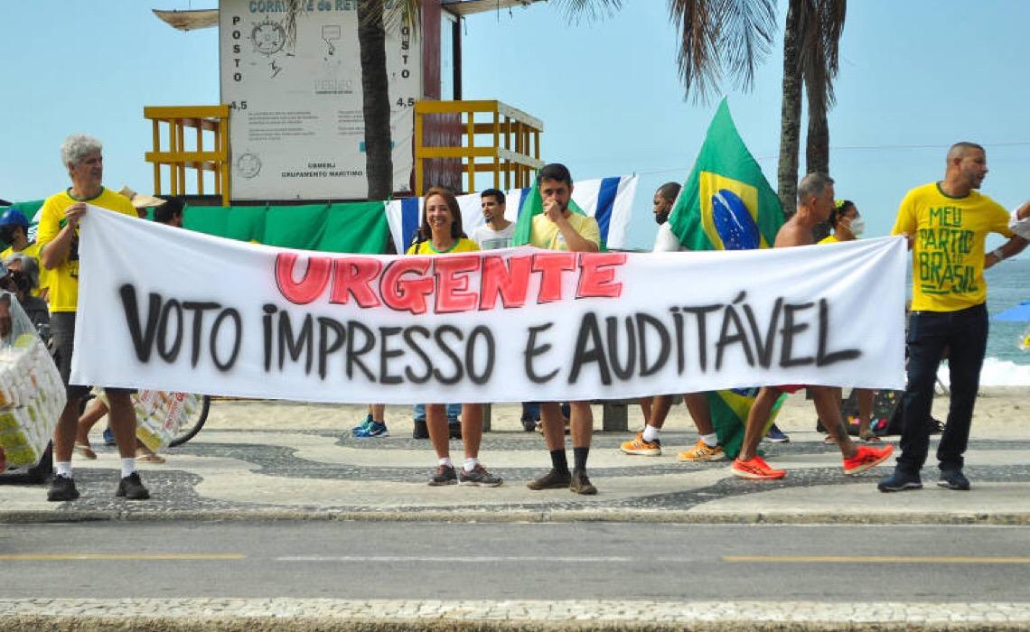 Plantando tempestades, voto impresso coloca em xeque a democracia brasileira, sem haver motivo