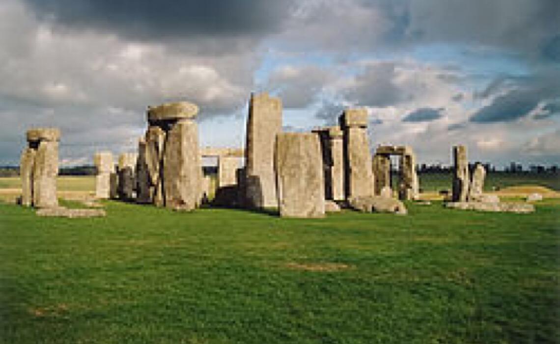 Homem apresenta possível explicação para construção de Stonehenge