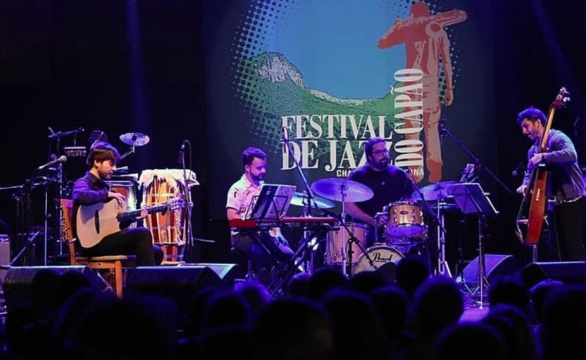 Após governo cortar verba, fundação de Paulo Coelho bancará Festival de Jazz do Capão, na Bahia